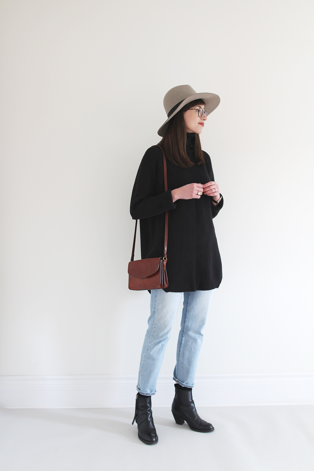 Style Bee - Tunic Sweater + Classic Jeans